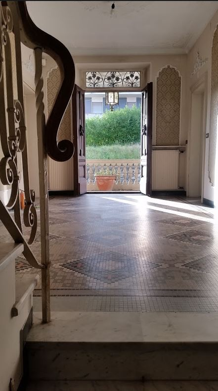 villa magnolia entrance hall in the sunshine