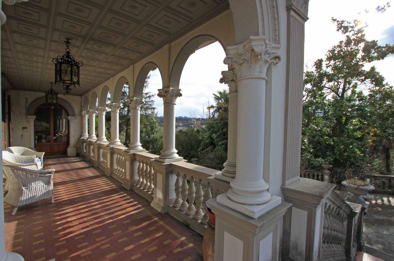 villa magnolia portico