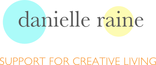 danielle raine creative living logo